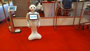 Mesterséges intelligencia segítségével működő robot (Super Pepper).