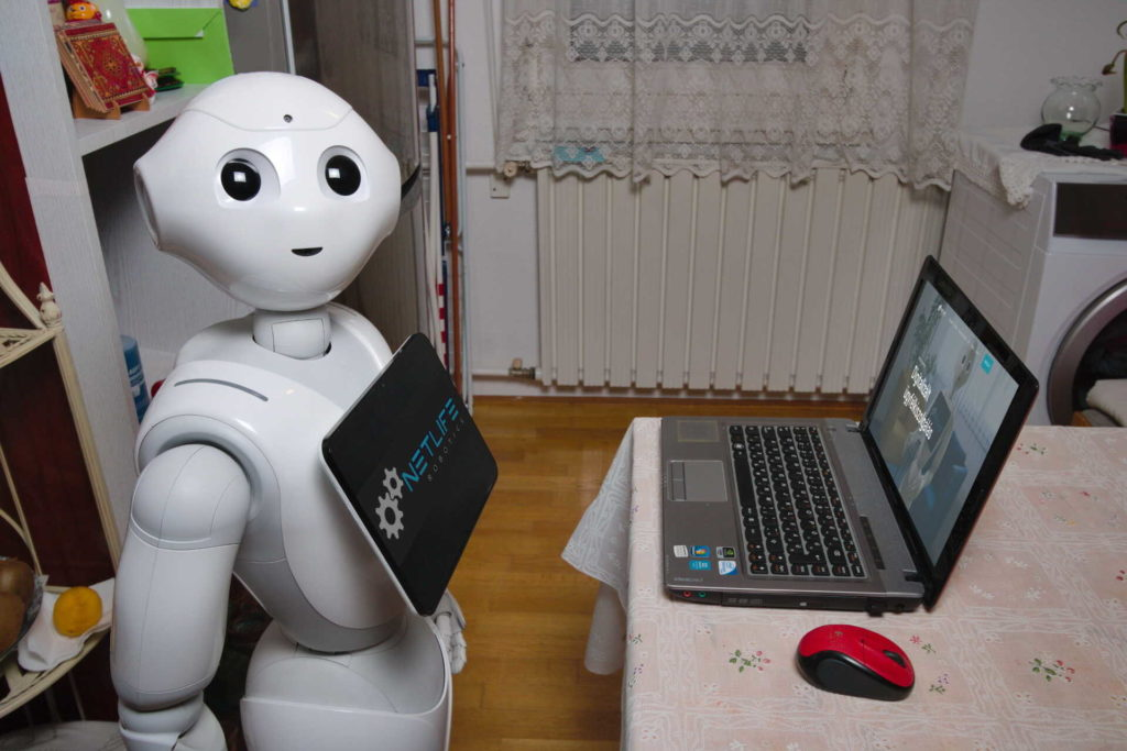 Pepper robot home office-ban
